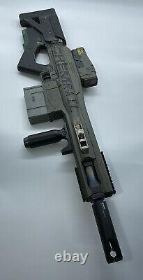 Elysium (Matt Damon) Hero Chemrail Rifle Screen Used Prop With COA WETA