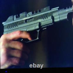 The EXPANSE Screen used original prop Blaster gun 2015 also used Dark Matter